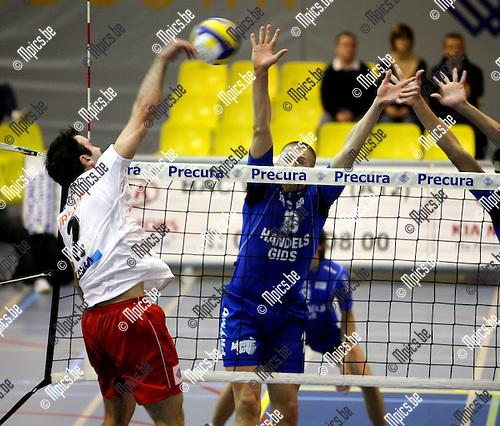 2008-10-11 / Volleybal / Antwerpen - Averbode / Haesevoets (Antwerpen) met Simovski tegenover zich..Foto: Maarten Straetemans (SMB)