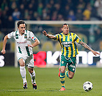 Nederland, Den Haag, 12 april 2012.Seizoen 2011-2012.Eredivisie.ADO Den Haag-FC Groningen.Petter Andersson van FC Groningen Tjaronn Chery van ADO Den Haag