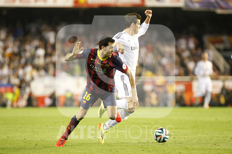 Real Madrid´s Gareth Bale (R) and F.C. Barcelona´s Sergio Busquets during the Spanish Copa del Rey `King´s Cup´ final soccer match between Real Madrid and F.C. Barcelona at Mestalla stadium, in Valencia, Spain. April 16, 2014. (ALTERPHOTOS/Victor Blanco)