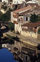 Europe/France/Aquitaine/47/Lot-et-Garonne/Nerac: Vieilles maions sur les quais de la Baise
