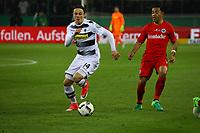 Nico Schulz (Borussia Mönchengladbach) gegen Marco Fabian (Eintracht Frankfurt) - 25.04.2017: Borussia Moenchengladbach vs. Eintracht Frankfurt, DFB-Pokal Halbfinale, Borussia Park