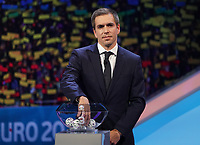 Philipp Lahm greift in den Lostopf 3  - 30.11.2019: UEFA EURO2020 Auslosung, Romexpo Bukarest, DISCLAIMER: UEFA regulations prohibit any use of photographs as image sequences and/or quasi-video.