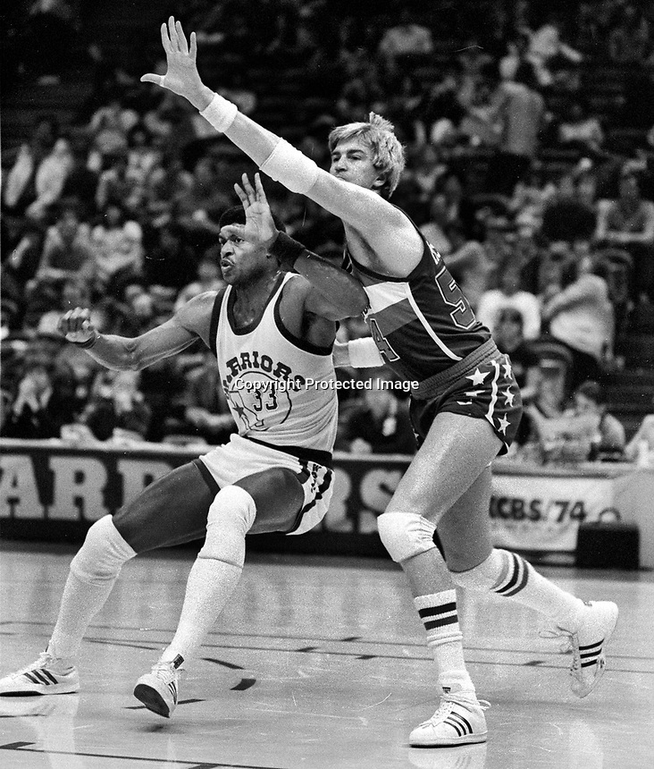 Warriors Jerome Whitehead guarded by Washington Bullets Tom McMullen..(1985 photo/Ron Riesterer)