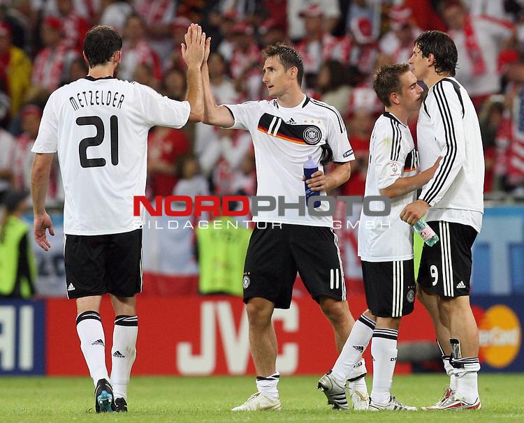 UEFA Euro 2008 Group B Klagenfurt - W&ouml;rthersee Match 04 Deutschland ( GER ) - Polen ( POL ) 2:0 (1:0). <br /> Christoph Metzelder ( Germany / Verteidiger / Defender / Real Madrid #21 ), Miroslav Klose ( Germany / Angreifer / Forward / Bayern Muenchen #11 ), Philipp Lahm ( Germany / Verteidiger / Defender / Bayern Muenchen #16 ) und Mario Gomez ( Germany / Angreifer / Forward / VFB Stuttgart #09 ) (l-r) feiern den Sieg nach Spielschlu&szlig;.<br /> Foto &copy; nph (  nordphoto  )