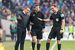 10.03.2018, HDI Arena, Hannover, GER, 1.FBL, Hannover 96 vs FC Augsburg<br /> <br /> im Bild<br /> Andre / Andr&eacute; Breitenreiter (Trainer Hannover 96) im Gespr&auml;ch mit Markus Sch&uuml;ller / Schueller (4. Offizieller Schiedsrichter / 4th referee) und Bastian Dankert (Schiedsrichter / referee), <br /> <br /> Foto &copy; nordphoto / Ewert