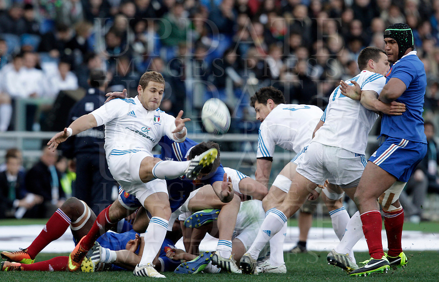 Rugby, torneo Sei Nazioni 2013: Italia vs Francia. Roma, stadio Olimpico, 3 febbraio 2013..Players in action during the Six Nations rugby union international match between Italy and France, at Rome's Olympic stadium, 3 February 2013..UPDATE IMAGES PRESS/Riccardo De Luca