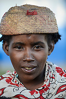 MADAGASCAR, Mananjary region, village, rural woman with bast hat / MADAGASKAR Mananjary, Frau mit Bastkappe