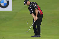 Michael Hoey (NIR) chips onto the 1st green during Thursday's Round 1 of the 2014 BMW Masters held at Lake Malaren, Shanghai, China 30th October 2014.<br /> Picture: Eoin Clarke www.golffile.ie
