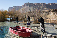The women rangers are working until 4pm, after their three male colleagues take over for the evening shift, Band-e Amir, Afghanistan, 8th November 2017.<br /> <br /> Les femmes rangers travaillent jusqu'à 4pm, ensuite c'est leurs collègues masculins qui prennent le relais, Band-e Amir, Afghanistan, 8th November 2017.