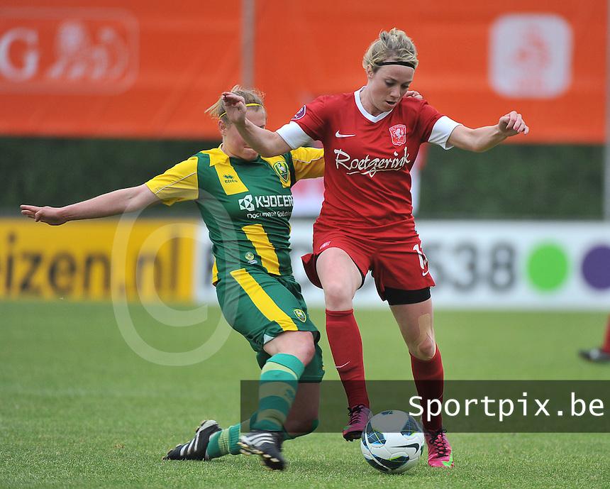 KNVB Beker Finale : ADO Den Haag - FC Twente : Marlous Pieete aan de bal voor de tacklende Marissa Compier (links)<br /> foto DAVID CATRY / Nikonpro.be