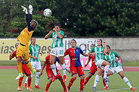 MEDELLÍN - COLOMBIA, 04-08-2019: Estefania Cartagena de Nacional disputa el balón con Sandra Sepulveda arquero del Medellín durante partido por la fecha 4 de la Liga Femenina Águila 2019 entre Atlético Nacional y Deportivo Independiente Medellín jugado en el estadio Metropolitano de Itagüi. / Estefania Cartagena of Nacional fights for the ball with Sandra Sepulveda goalkeeper of Medellin during match for the date 4 of the Aguila Women League 2019 between Atletico Nacional and Deportivo Independiente Medellín played at Metropolitano stadium in Itagui. Photo: VizzorImage / Walter Uran / Cort