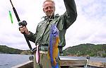 Foto: VidiPhoto..TRYSNES - De jubelverhalen in de sportvismagazines over de geweldige vangsten in Noorwegen vallen in werkelijkheid nogal tegen.