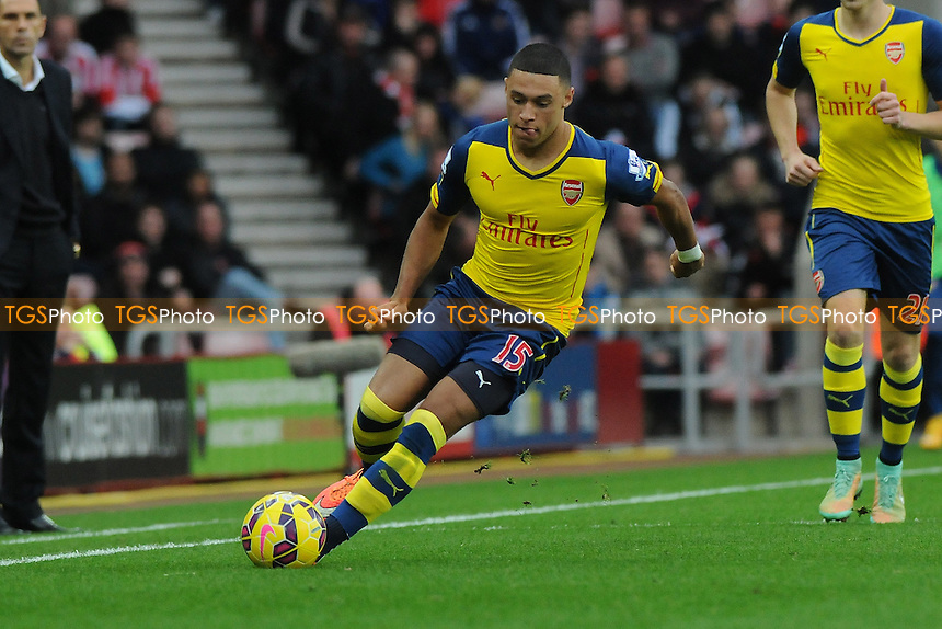 Alex Oxlade-Chamberlain of Arsenal - Sunderland AFC vs Arsenal - Barclays Premier League Football at the Stadium of Light, Sunderland - 25/10/14 - MANDATORY CREDIT: Steven White/TGSPHOTO - Self billing applies where appropriate - contact@tgsphoto.co.uk - NO UNPAID USE