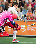 AMSTELVEEN - Phil Roper (Eng) scores  during the poulematch England v Germany (men) 3-4,Rabo Eurohockey Championships 2017. left keeper Tobias Walter (Ger) WSP COPYRIGHT KOEN SUYK