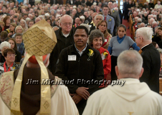 MALDEN MA NOVEMBER25: Cardinal Sean O'Malley looks on as Thadeus Muthemba from St Michael Parish in Lowell walks forward to receive the 2018 Cheverus award, one of the 125 recipients, Sunday, November 25, 2018, at the Immaculate Conception Church in Malden. (Herald Photo by Jim Michaud)