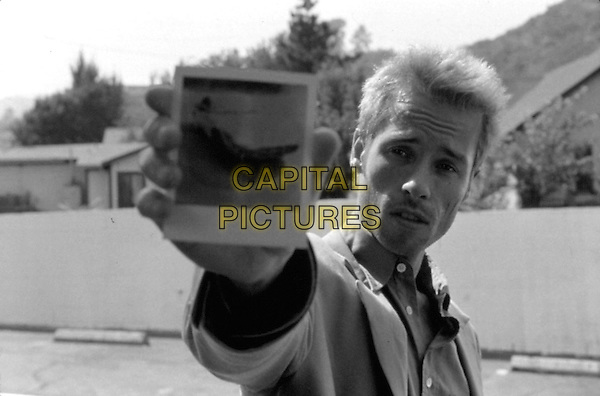 Guy Pearce<br /> in Memento (2000) <br /> *Filmstill - Editorial Use Only*<br /> CAP/NFS<br /> Please credit: Courtesy of Sundance Institute/Capital Pictures