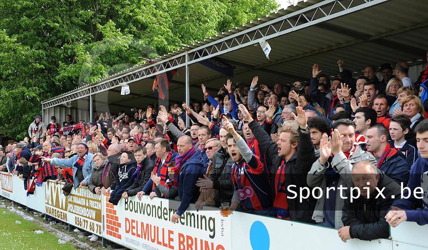 Izegem - FC Luik :....een deel van de grote aanhang van FC Luik..foto VDB / BART VANDENBROUCKE
