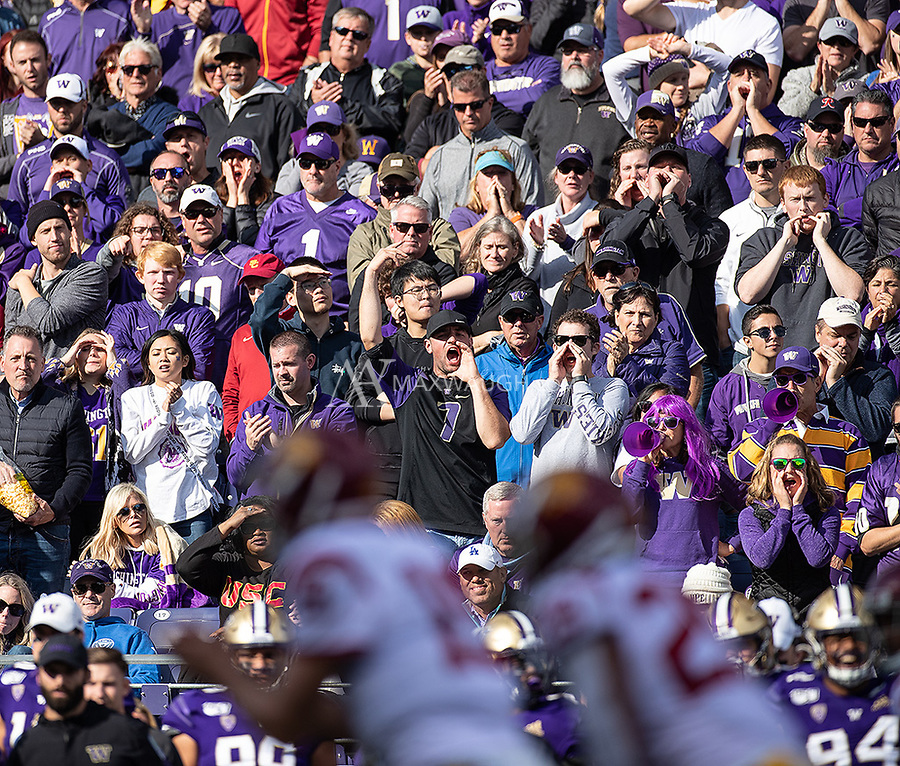 Washington fans try to make thing difficult for USC's offense.