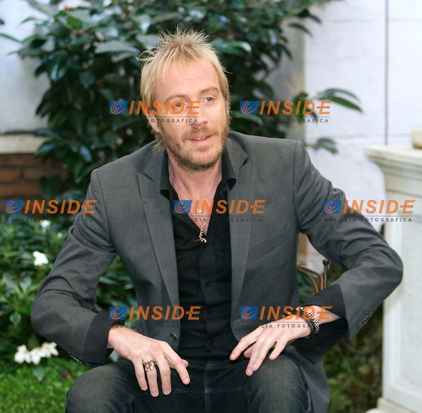 Actor Rhys Ifans.Roma 19/10/2011 Anonymous - Photocall at Hotel Hassler, Rome..Photo Samantha Zucchi Insidefoto