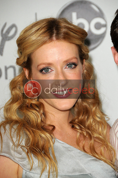 Jennifer Finnigan<br />