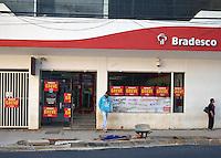 CAMPINAS,SP,06.10.2015 - GREVE-BANCÁRIOS - Agências bancárias de Campinas, amanheceram fechadas, devido a greve dos bancários, inciada nesta terça-feira (16), que pedem pagamento de abono de até R$2.500,00, reajuste salarial e melhores condições de trabalhos, na Avenida Francisco Glicério, centro de Campinas, interior do estado de São Paulo. (Foto: Eduardo Carmim / Brazil Photo Press)
