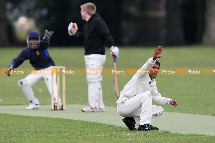 Martians CC vs London Tigers CC - Victoria Park Community Cricket League - 09/06/09 - MANDATORY CREDIT: Gavin Ellis/TGSPHOTO - Self billing applies where appropriate - 0845 094 6026 - contact@tgsphoto.co.uk - NO UNPAID USE.