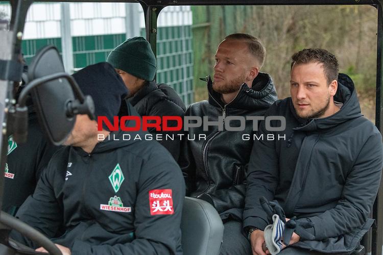12.01.2020, Platz 11 am wohninvest Weserstadion, Bremen, GER, FSP SV WERDER BREMEN (GER)  vs Hannover 96<br /> <br /> im Bild / picture shows <br /> <br /> Kevin Vogt (Werder Bremen Neuzugang 01-2020)<br /> schaute sich nach der Unterschrift das Spiel an <br /> im Golfcart mit Ludwig Augustinsson (Werder Bremen #05)und Philipp Bargfrede (Werder Bremen #44)<br /> Foto © nordphoto / Kokenge