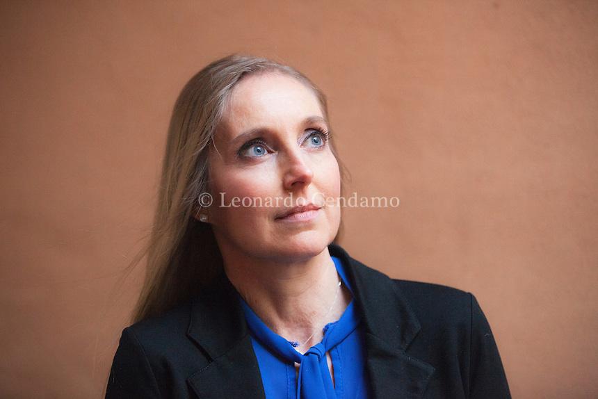 Elisabetta Cametti è nata nel 1970 in una piccola località ai piedi del Monte Rosa. Si è laureata in Economia e Commercio all'Università Bocconi e lavora da vent'anni nell'editoria, prima come direttore generale della divisione Collezionabili di De Agostini e ora a Londra nel gruppo internazionale Eaglemoss. 4 febbraio 2017. Nebbia Gialla Suzzara Noir Festival. © Leonardo Cendamo