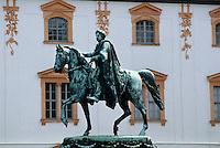 Deutschland, Thüringen, Carl-August Denkmal vor dem grünen Schloss in Weimar, Unesco-Weltkulturerbe