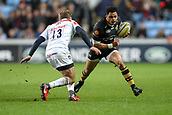 2nd December 2017, Rioch Arena, Coventry, England; Aviva Premiership rugby, Wasps versus Leicester; Juan De Jongh of Wasps gets ready to step left to try and get past Mathew Tait of Leicester Tigers