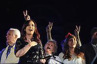 A presidente Cristina Fernández de Kirchner falou a milhares de argentinos durante a celebração do Dia da Democracia e dos Direitos Humanos. A celebração, um mega festival, no centro de Buenos Aires, é a resposta do governo de panelas do mês passado e demonstrações potes e era esperado para coincidir com a 7D, a data prevista para a aplicação integral da Lei de Imprensa novo e muito debatido, que a Justiça finalmente frustrado por estender a medida cautelar favorecendo Grupo Clarin. (FOTO: PATRICIO MURPHY / BRAZIL PHOTO PRESS).