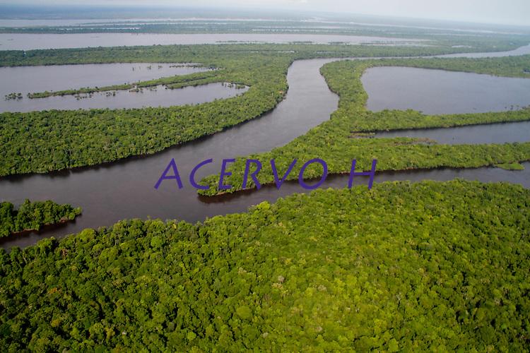 Novo Airão, AM 13/09/2011-  Sobrevoo  nos arquipélogos de Anavilhanas e Mariauá. (Foto: Alberto César Araújo)