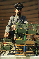 Operazione Cardellino. Servizio di prevenzione e repressione del bracconaggio e della vendita illegale di cardellini. Sequestri di cardellini nel mercato di Casoria, Napoli..Operation Goldfinch. Service of prevention and repression of poaching and illegal sale of Goldfinches. Cardellini seizures in the Casoria market, Naples.....