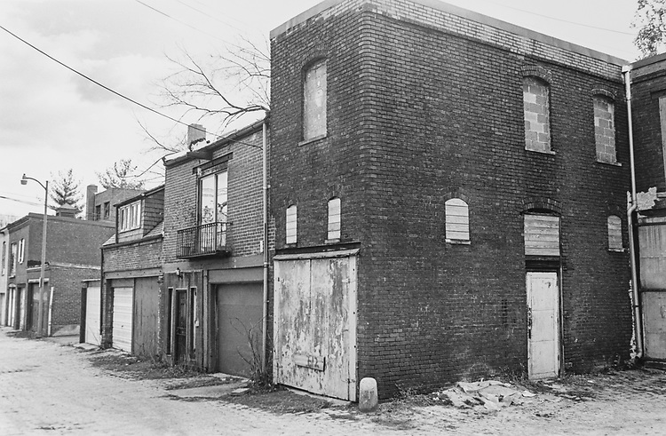 Abandoned alley building - 612 A St. NE, on Dec. 22, 1994. (Photo by Laura Patterson/CQ Roll Call via Getty Images)