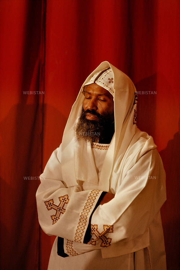 EGYPT.CAIRO.1991: A Coptic monk, wearing white, symbol colour of the purity of the angels, is in deep contemplation during the Coptic Christmas ceremony, celebrated in the Cathedral of St Mark in Cairo on the night of 6th to 7th January, in accordance with the Julian calendar.<br /> <br /> EGYPTE.CAIRE.1991: Un moine copte v&ecirc;tu de blanc, couleur symbole de la puret&eacute; des anges, se recueille pendant la c&eacute;r&eacute;monie du No&euml;l copte, c&eacute;l&eacute;br&eacute;e &agrave; la cath&eacute;drale Saint-Marc du Caire dans la nuit du 6 au 7 janvier selon le calendrier julien.