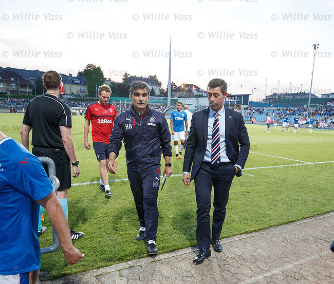 Pedro Caixinha and Helder Baptista head into the dressing room at full time
