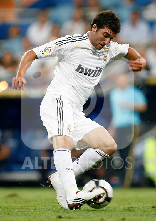 Real Madrid's Gonzalo Higuain during La Liga match.August 29 2009. (ALTERPHOTOS/Acero).