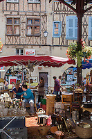 France, Midi-Pyrénées, Lot (46), Figeac:   Marché à la brocante  // France, Midi Pyrenees, Lot),  Figeac: Secondhand trade on the hall place