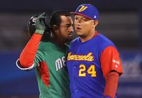 Adrian Gonzalez y Miguel Cabrera, ambos primera base de Mexico y Venezuela se encuentran en el terreno de juego, durante el partido Mexico vs Venezuela, World Baseball Classic en estadio Charros de Jalisco en Guadalajara, Mexico. Marzo 12, 2017. (Photo: Luis Gutierrez)