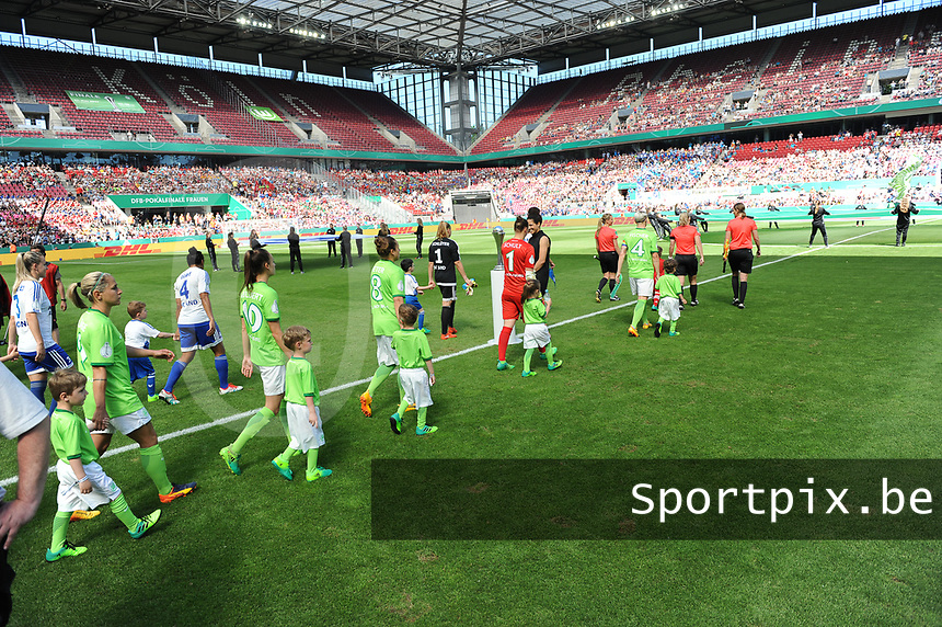20170527 - KOELN , GERMANY : players entering the pitch  pictured during the final of German Women's Cup 2017 - Pokal Final Frauen , a soccer women game between SC Sand and holders VfL Wolfsburg  , at the Rhein Energie Stadion , saturday 27 th Mayl 2017 . PHOTO SPORTPIX.BE | DIRK VUYLSTEKE