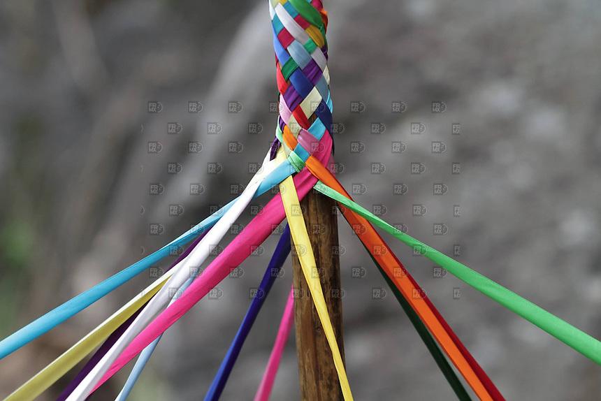 SANTIAGO XALITZINTLA, PUEBLA, mayo 02, 2012  &ndash;  El tradicional ritual de los listones en las  faldas del volc&aacute;n Popocat&eacute;petl.  Pobladores del pueblo de Santiago Xalitzintla, Puebla, subieron a las faldas del volc&aacute;n Popocat&eacute;petl o &ldquo;Don Goyo&rdquo; para realizar un altar por su aniversario de vida y pedirle que les de comida, lluvia y bienestar a la poblaci&oacute;n. el 02 de mayo de 2012. El volc&aacute;n sigue con bastante actividad que se ha registrado en la ca&iacute;da de ceniza en las inmediaciones de los municipios de Ecatzingo, Atlautla, Ozumba y Amecameca, en el Estado de M&eacute;xico. FOTO: ALEJANDRO MEL&Eacute;NDEZ<br /> <br /> SANTIAGO Xalitzintla, PUEBLA, May 2, 2012 - The traditional ritual of the slats on the slopes of Popocatepetl. Residents of the town of Santiago Xalitzintla, Puebla, climbed the volcano Popocatepetl or &quot;Don Goyo&quot; to make an altar for their anniversary of life and ask them food, rain and wellbeing of their people. on May 2, 2012. The volcano is still quite activity that was recorded in the fall of ash in the vicinity of the towns of Ecatzingo, Atlautla, Ozumba and Amecameca, in the State of Mexico. PHOTO: ALEJANDRO MELENDEZ