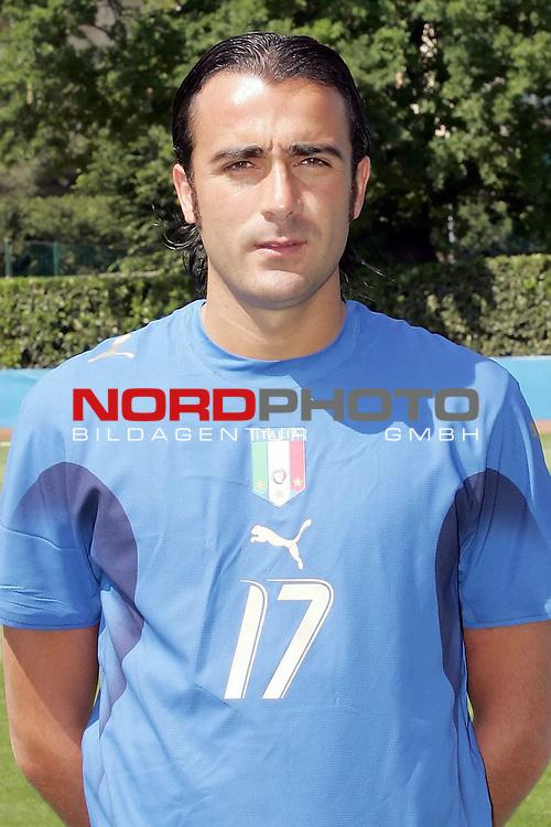 Italy National Football Team Training Camp<br /> Italienische Nationalmannschaft Trainingslager in Firenze<br /> <br /> offizielle Spielervorstellung der italienischen Nationalmannschaft am 25.05.2006 im Trainingslager<br /> <br /> BARONE<br /> <br /> Foto: nordphoto