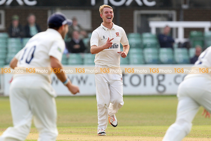 Jamie Porter of Essex celebrates taking the wicket of Dan Redfern - Leicestershire CCC vs Essex CCC - LV County Championship Division Two Cricket at Grace Road, Leicester - 16/09/14 - MANDATORY CREDIT: Gavin Ellis/TGSPHOTO - Self billing applies where appropriate - contact@tgsphoto.co.uk - NO UNPAID USE