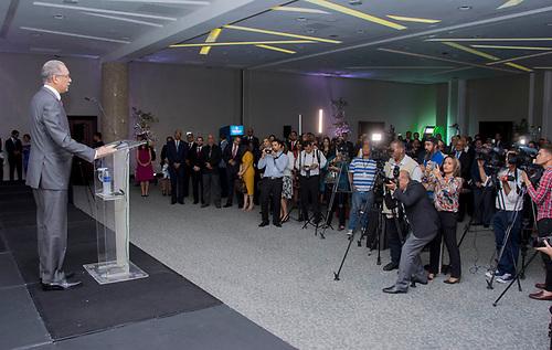 El administrador general de Banreservas, Simón Lizardo Mézquita, durante la presentación de UNARED, lanzada conjuntamente con el Banco BHD León.