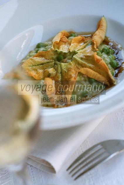 """France/06/Alpes Maritimes/ Nice: Risotto carnaroli avec petits pois et fleur de courgette , recette de Jouni Tormanen chef du Restaurant """"Jouni"""""""
