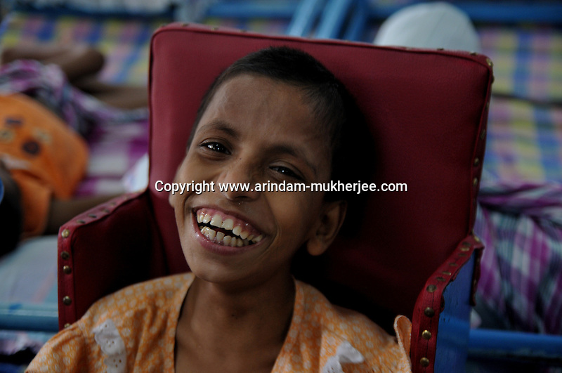 A physically challenged child at Sishu Bhavan, which is the house for children founded by Mother Teresa.  Kolkata, West Bengal, India. 18th August 2010. Arindam Mukherjee