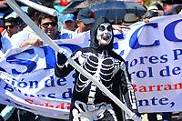 BARRANQUILLA - COLOMBIA, 21-11-2019: Cientos de manifestantes salieron a las calles de Barranquilla par unirse a la jornada de paro Nacional en Colombia hoy, 21 de noviembre de 2019. La jornada Nacional es convocada para rechazar el mal gobierno y las decisiones que vulneran los derechos de los Colombianos. / Hundreds of protesters took to the streets of Barranquilla to join the National Strike day in Colombia today, November 21, 2019. The National Strike is convened to reject bad government and decisions that violate the rights of Colombians. Photo: VizzorImage / Alfonso Cervantes / Cont