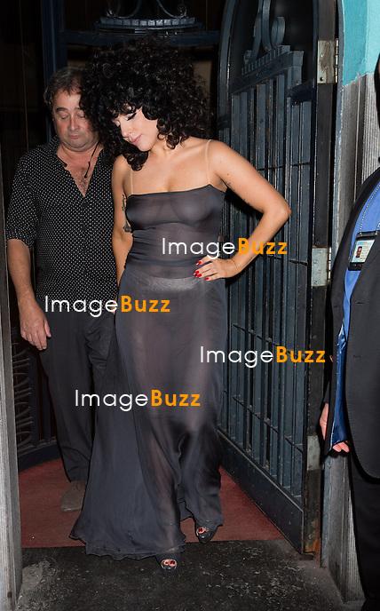 SEMI-EXCLUSIVE - Lady Gaga et Tony Bennett font la f&ecirc;te &agrave; L'Archiduc, un bar de jazz r&eacute;put&eacute; &agrave; Bruxelles, apr&egrave;s leur concert en duo sur la Grand-Place de Bruxelles,  pour la sortie de leur album &quot; Cheek to Cheek &quot;.<br /> Belgique, Bruxelles, 22 septembre 2014.<br /> Lady Gaga and Tony Bennett partying in a famous jazz bar ' L'Archiduc', in Brussels, following their concert together on the Grand-Place in Brussels, for their upcoming album ' Cheek to Cheek'.<br /> Belgium, Brussels, September 22, 2014.