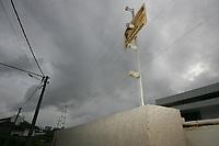 EUNÁPOLIS, BA, 23.03.2011 - CERCA ELÉTRICA - imagem de arquivo de cerca elétrica, vista em residência na cidade de Eunápolis (BA). (Foto: Joá Souza / Brazil Photo Press).