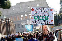 Banner: make earth green again<br /> Rome March 15th 2019. Colosseo e Piazza Venezia. Fridays for Future Climate Strike in Rome, to answer the call of Greta Thunberg, the Swedish 15 year old who is cutting class to fight the climate crisis.<br /> Foto Samantha Zucchi Insidefoto